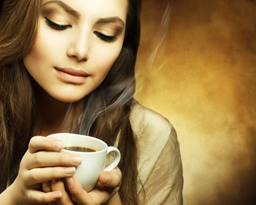 Фото девушек которые пьют чай или кофе